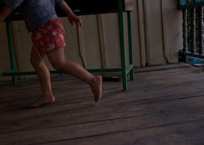 Enfant dans une maison, Kep, province de Kampot.
