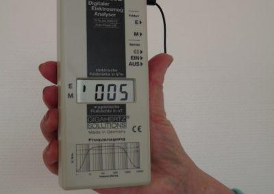 Appareil de mesure de la pollution électrique et magnétique dans une habitation