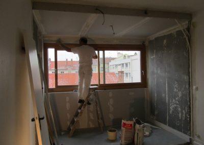 Suppression balcon et création d'un faux plafond avec isolation de toutes parts. Mise à niveau de la pièce difficile mais réussie