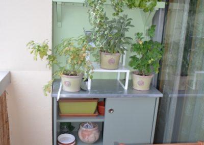 Meuble coulissant sur mesure  avec étagères à plantes