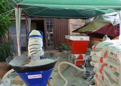 Machine à projeter chaux, chanvre et eau