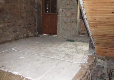 L'utilisation de plaques de polystyrène avait rendu le sol non respirant et moisi