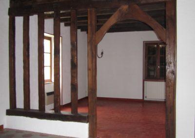 Salle à manger vidée avec carreaux de ciment anciens
