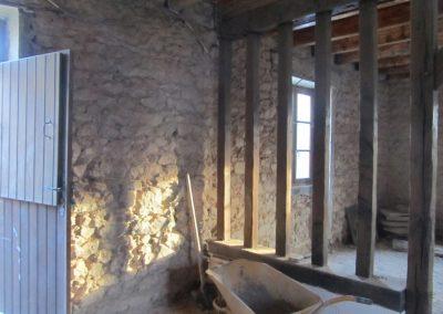 Mise à nu des murs et sols et isolation