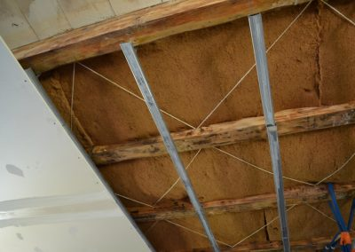 Pose d'un faux plafond avec isolant laine de bois