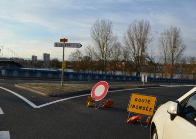 Devant la route qui mène à St Laurent sur Saône